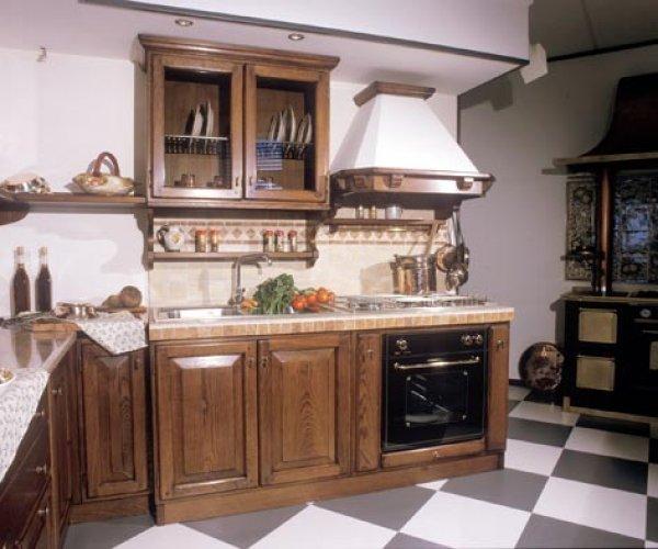 cucina in legno massello cucina classica in legno massello con piano ...